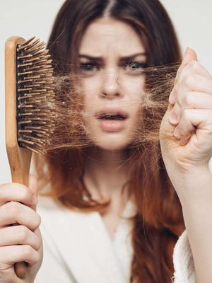 Okresowe wypadanie włosów